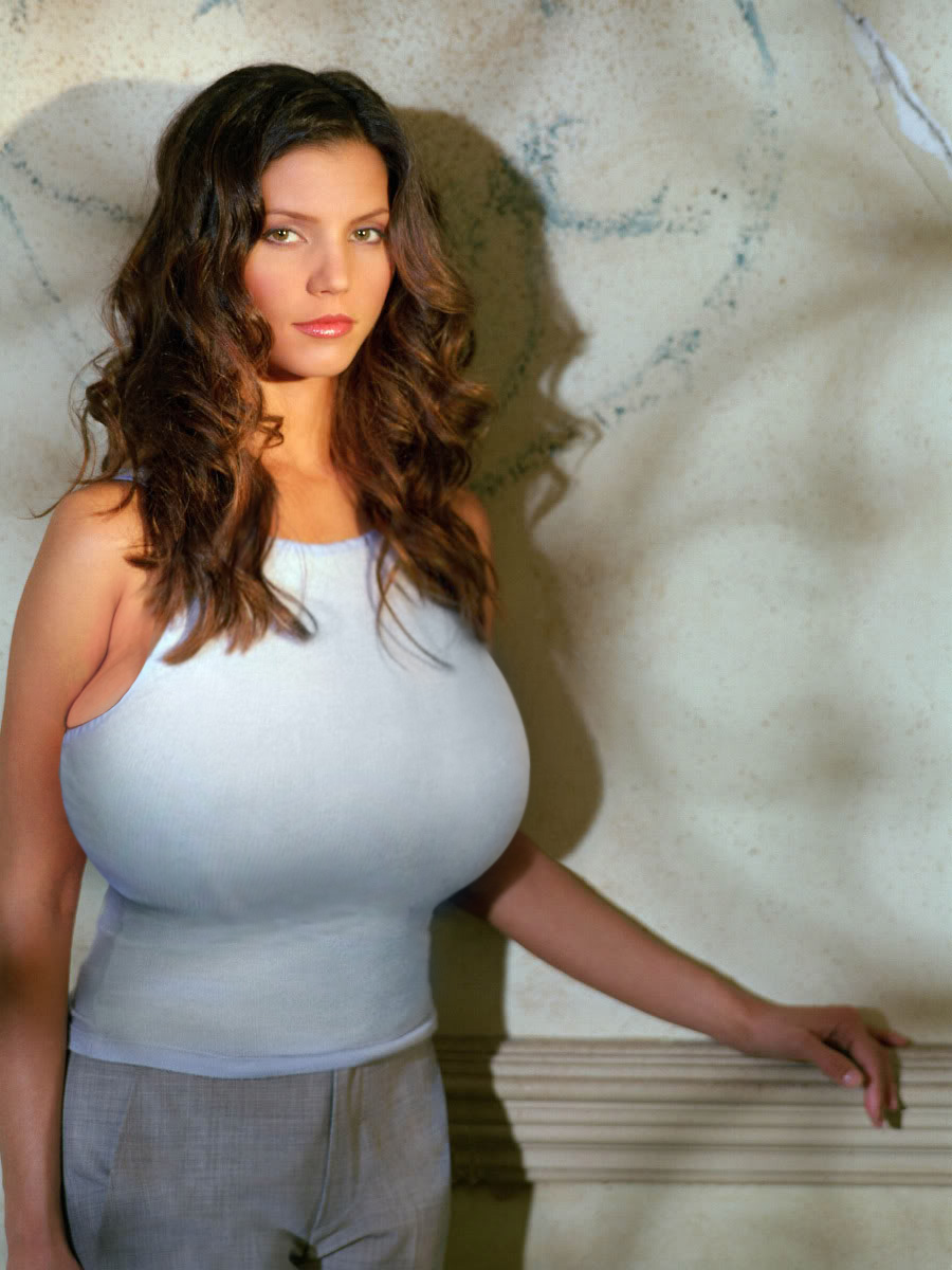 00008877-Charisma_Carpenter_q70s