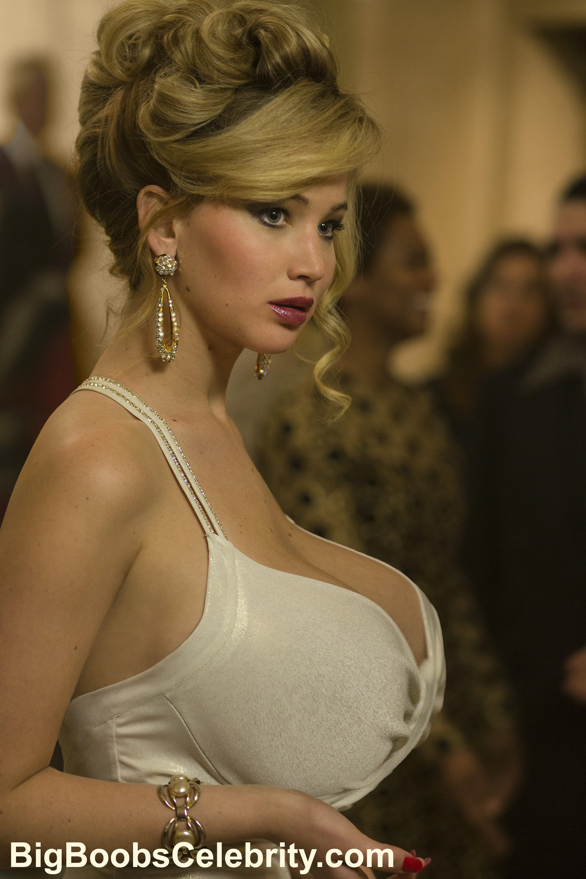 Jennifer Lawrence stars as Rosalyn Rosenfeld in Columbia Pictures' AMERICAN HUSTLE.