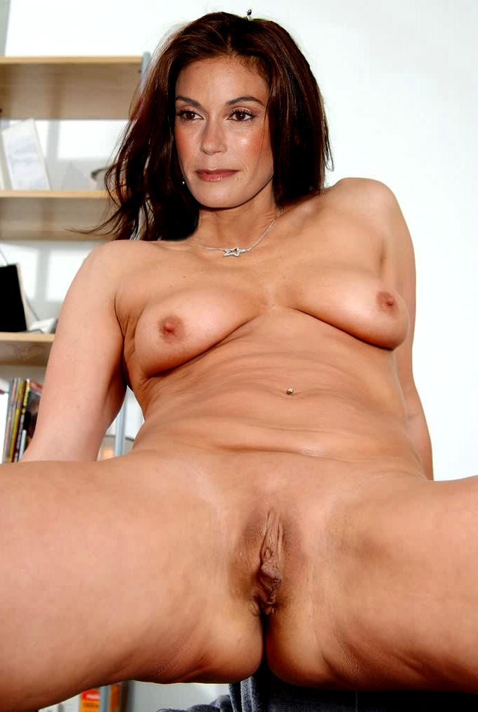 Milf in the office nude pussy