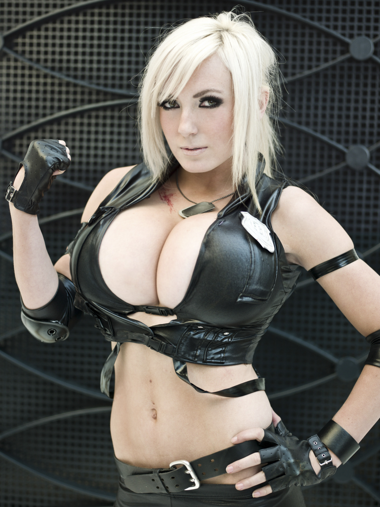 jessica-nigri-big-boobs-expansion-4