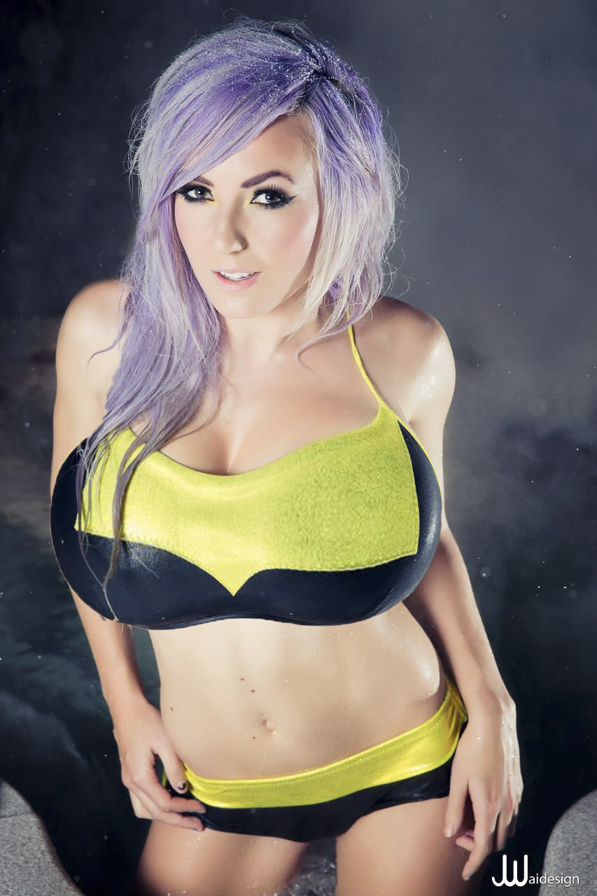 jessica-nigri-big-boobs-expansion-8