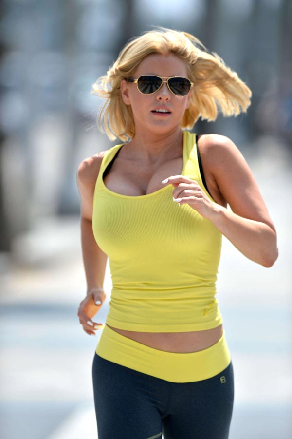 Carrie-Keagans-working-out-12